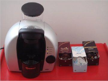 Die Tassimo bereitet Kaffee plus Milchschaum und Tee oder Kakao zu