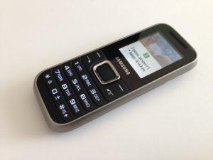 Das günstige Samsung GT-E1230 Handy