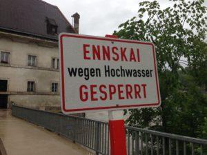 Orts- und Ennskai werden bei einem Hochwasser gesperrt
