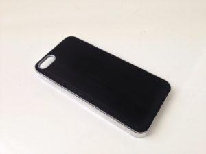 Edler Alu-Look und transparenter Kantenschutz bei diesem Sandberg iPhone 5-Cover (Foto: nurido.eu)