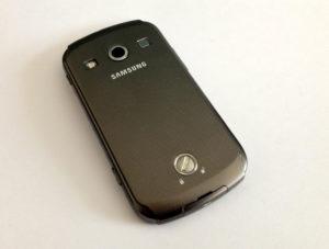 Das Samsung GALAXY Xcover 2 S7710 ist gegen Außeneinflüsse abgedichtet.