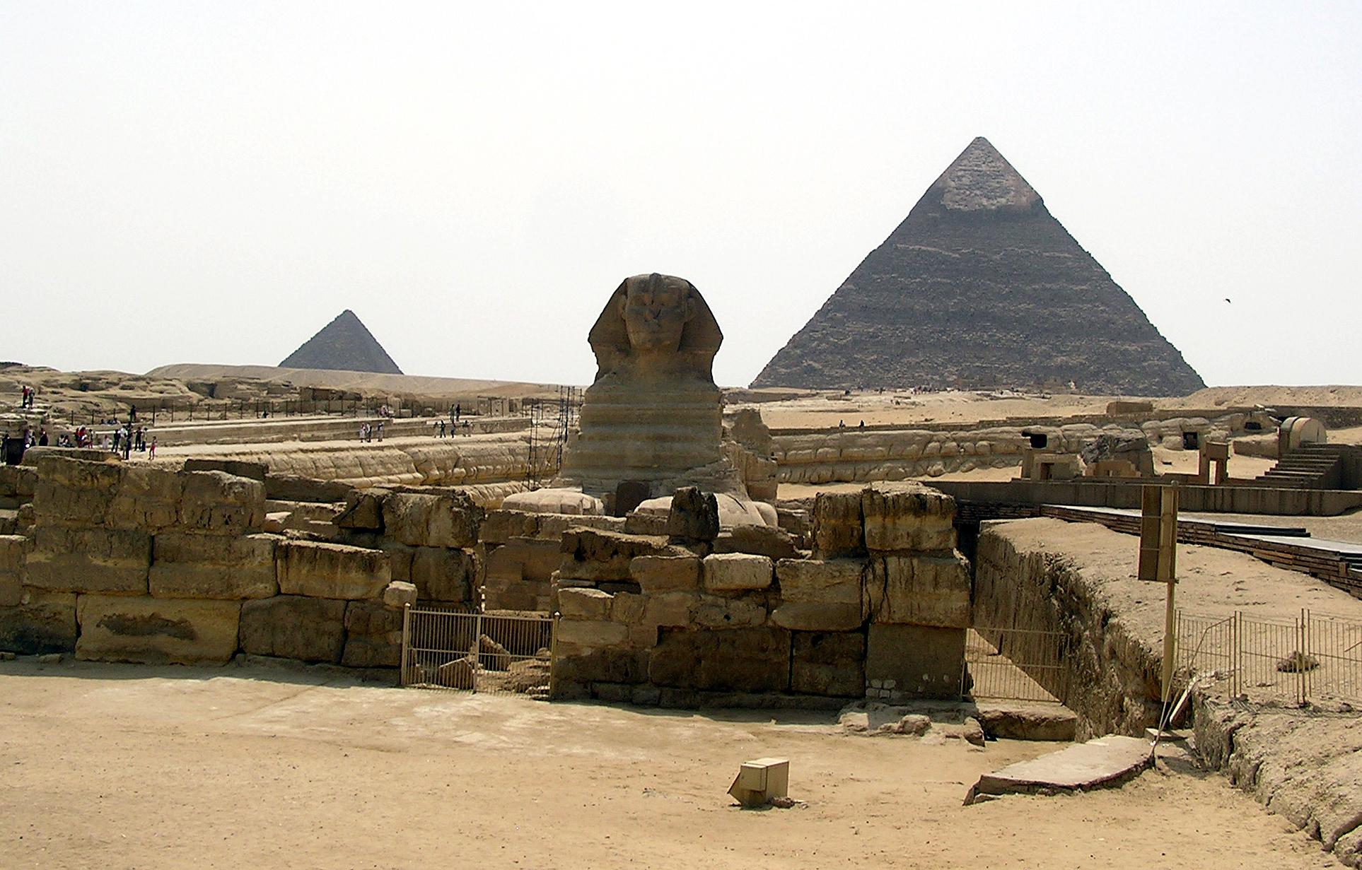 Eine der bekanntesten Sehenswürdigkeiten in Ägypten: Die Pyramiden mit der Sphinx (Foto: Mabdalla - Wikimedia Commons/Public Domain)