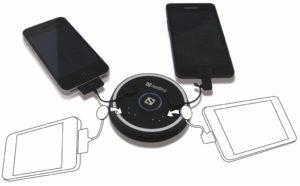 Die Magnetic Charging Station 4in1 lädt Geräte unterschiedlicher Hersteller gleichzeitig. (Foto: Sandberg)