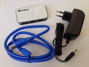 Durch einen USB 3.0-Hub mit zusätzlicher Stromversorgung lassen sich viele weitere Geräte an ein Apple Notebook anschließen