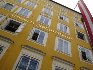 Mozarts Geburtshaus in der Stadt Salzburg (Foto: Wikimedia Commons - Jonathan White / Public Domain)