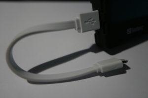 Das Sandberg USB Lightning Cable Flat mit einer Länge von 15 cm